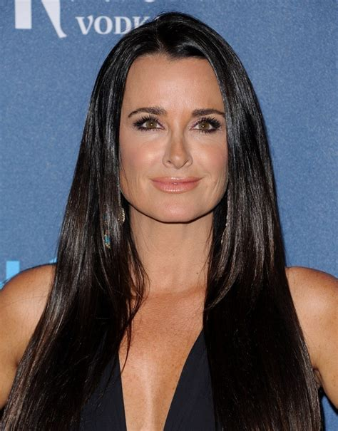 kyle richards needs to cut her hair kyle richards long straight cut kyle richards hair looks stylebistro