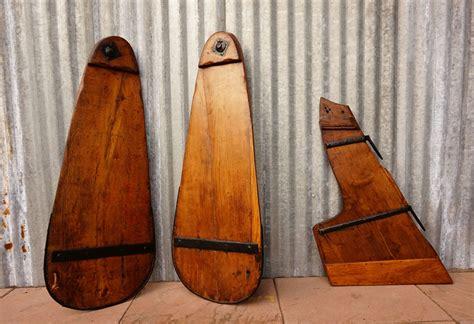 antieke platbodem authentieke nautische onderdelen zwaarden zijzwaarden en