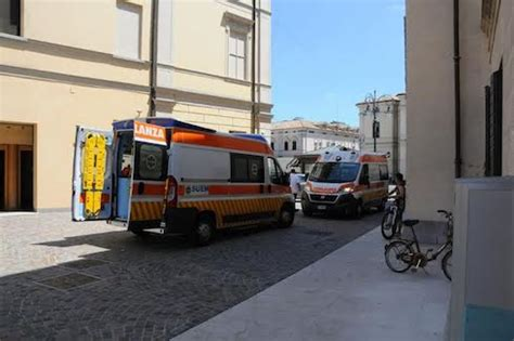 sede veneto banca montebelluna minaccia suicidio in sede veneto banca
