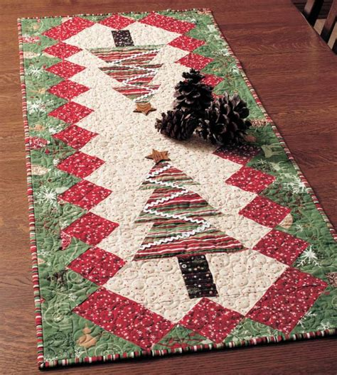 pattern christmas table runner table tinsel free table runner quilt pattern table