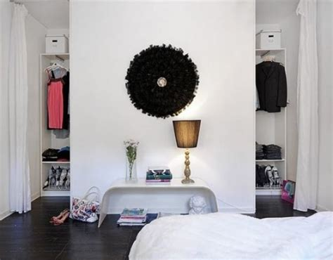 kleines schlafzimmer kleiderschrank die 25 besten ideen zu offener kleiderschrank auf