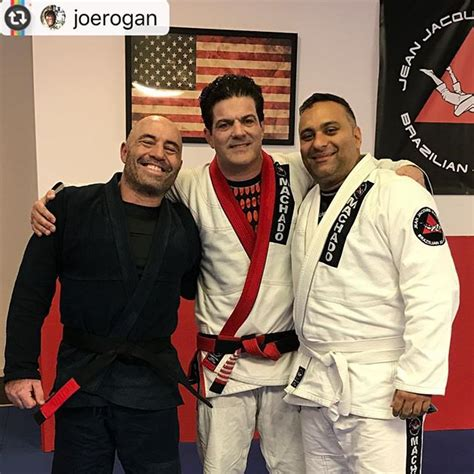 charlie hunnam jiu jitsu belt russell peters and joe rogan back on the mats with jean