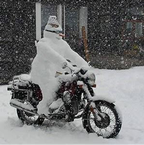 Motorrad Im Winter Draußen by Schneemann Auf Motorrad1 298 215 300 Mc Schwarzenburg