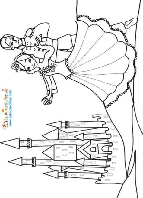 Blanche Neige Et Le Prince Devant Le Chateau Coloriages Coloriage Chateau Princesse DisneyL