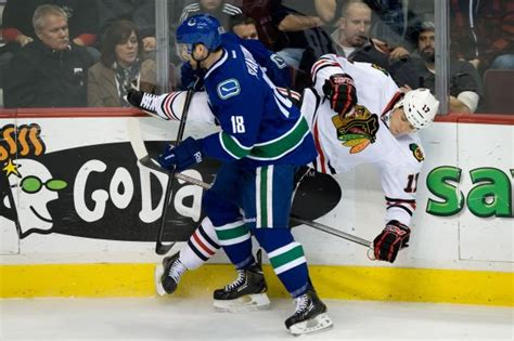 Background Check Chicago Canucks Can T Protect Lead Fall 2 1 To Visiting Blackhawks
