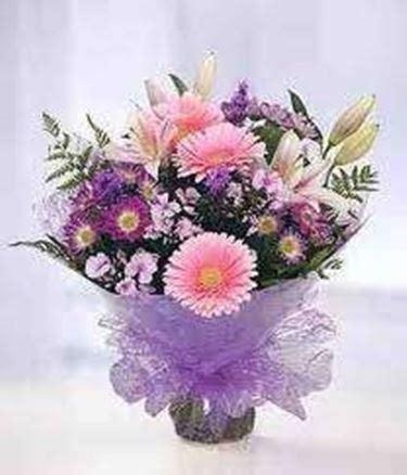 come confezionare un mazzo di fiori confezionare fiori composizione fiori