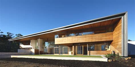 gutterless roofs home design forum красивый загородный дом с деревянным фасадом