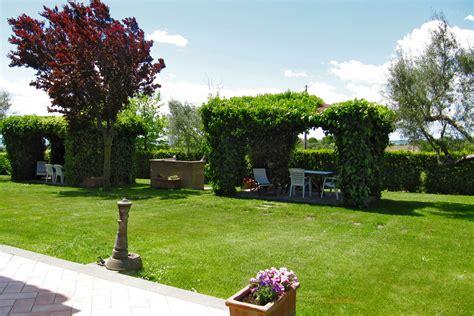 giardini con gazebo agriturismo vallalta 187 agriturismo appartamento grano