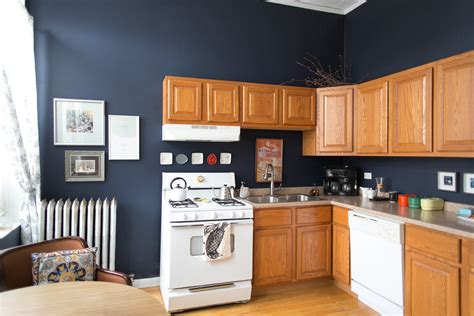 Painting Kitchen Cabinets Blue This Is How To Deal With Honey Oak Cabinets Paint The Walls Midnight Blue Kitchen Spotlight
