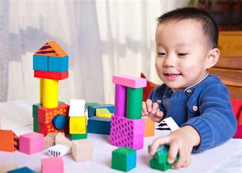 Bebelac Usia 1 Tahun memilih mainan anak usia 6 bulan sai 1 tahun perawatanbayi