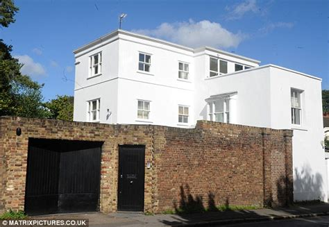 houses to buy in north london taylor swift buying north london home close to one direction s harry styles daily