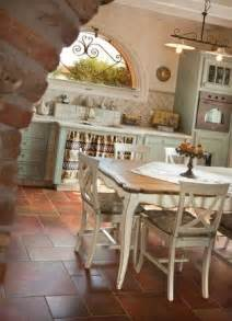 Kronleuchter Shabby Chic by 25 Best Ideas About Shabby Chic Chairs On