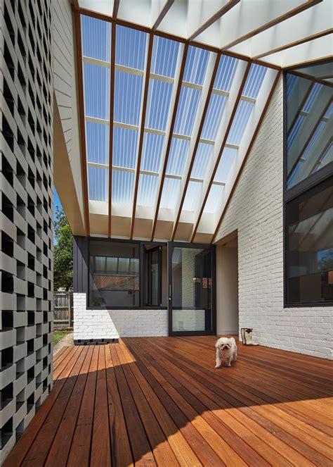 membuat rumah lebih terang atap plafon yang out of the box membuat rumah jadi lebih