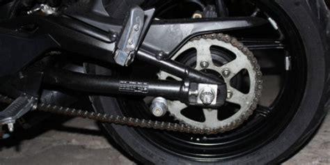 Pelumas Rantai Sepeda Motor bersihkan rantai dengan bensin tidak masalah merdeka