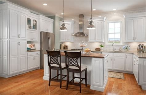 white kitchen cabinets lowes lowes kitchen cabinets white roselawnlutheran