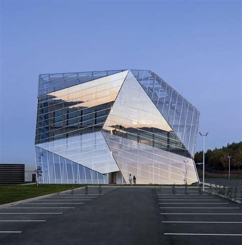 Residential Atrium Design e8 building by coll barreu arquitectos