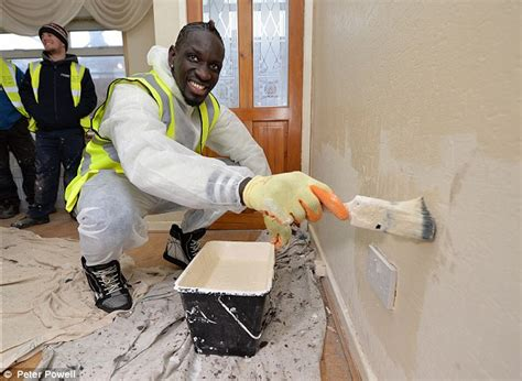 house painters liverpool mamadou sakho the painter the liverpool defender volunteers to get involved with a