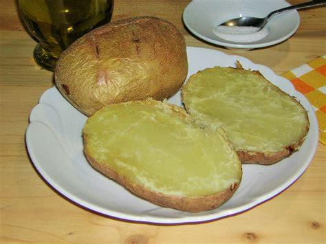 cucinare le patate con la buccia ricetta patate al forno intere con la buccia