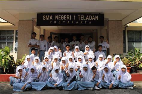 Seragam Sekolah Teladan 10 sma unggulan se indonesia idaman para orang tuamajalah