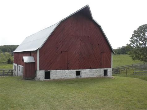 hip roof barn hip roof barn photos