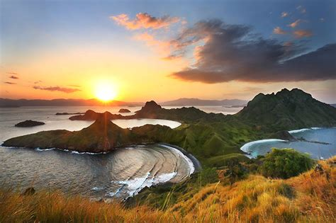 ayo kunjungi  destinasi wisata indonesia  populer