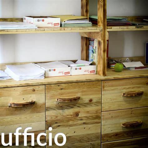 arredare con pedane di legno arredamento in pallet mobili con bancali riciclati