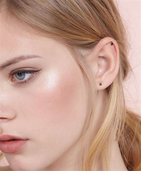 Get Livelys Fresh Faced Look by How To Get An On Trend Makeup Look In 5 Minutes With
