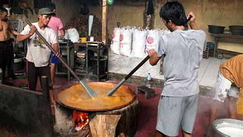 Dodol Betawi Asli Sari Rasa dodol betawi rizal inti sari melestarikan kebudayaan tradisional betawi melalui kuliner