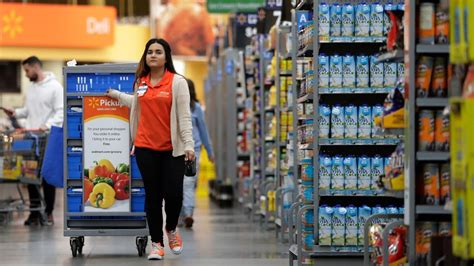 retail workers jobs  transforming  shoppers habits
