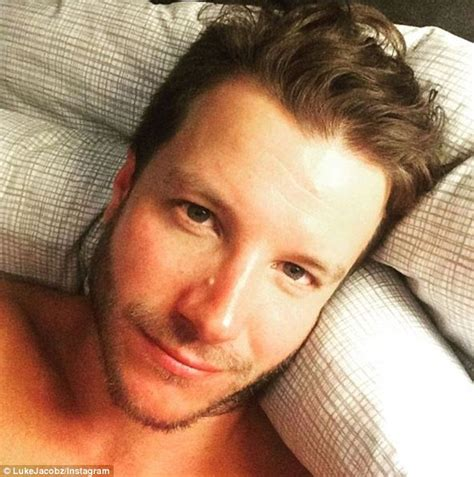 workwear 35 year old luke jacobz pokes fun at chris hemsworth s bulging biceps