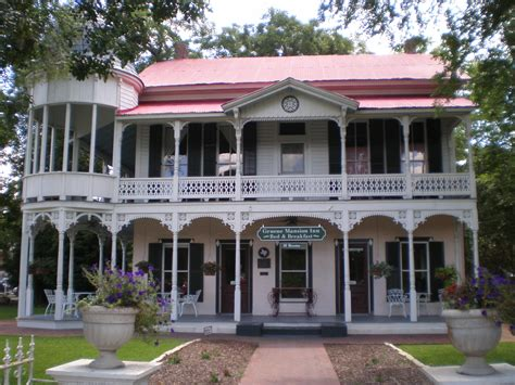 gruene texas bed and breakfast file gruene mansion inn bed breakfast jpg wikimedia