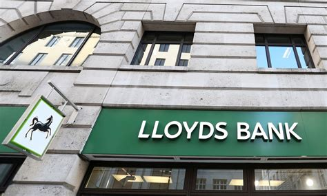 lloyds bank news lloyds to buy mbna from bank of america for 163 1 9bn