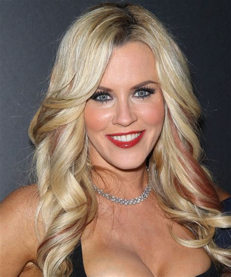 current pictures of jenny mccarthys hair jenny mccarthy hair low lights short hairstyle 2013