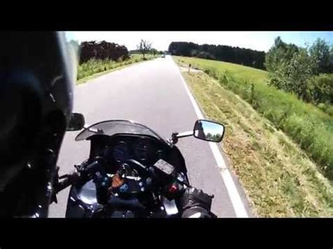 Motorradfahren Lernen Bremsen by Verr 252 Ckte Frau F 228 Hrt Motorradfahrer An