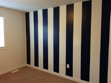 Wallpaper Sticker Dinding Garis Putih Krem Pink 3 tips penting mendekorasi ruangan kecil rumah anda