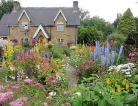 gartengestaltung englischer garten garden and lawn garden design cottage