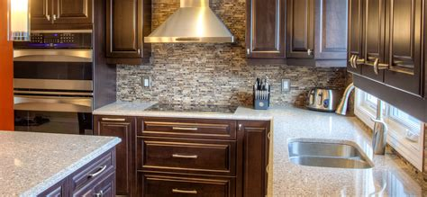 cuisine classique fonc 233 e avec comptoirs de quartz