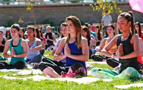 imagenes de yoga al aire libre cata vallejos en yoga al aire libre tecache cl