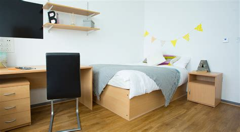 Iowa City Furniture by Shop Bedroom Packages Value City Furniture Student Pics Penn House Barack Obama Goodbye