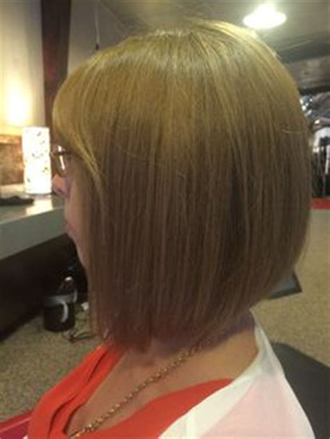 slightly stacked bob haircut multi dimensional blonde highlight and bob haircut by leah