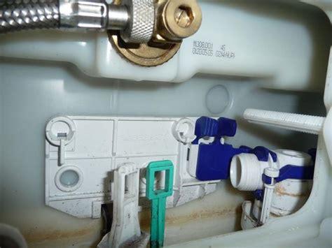 inbouw wc lekt doorlopende kraan toilet repareren werkspot