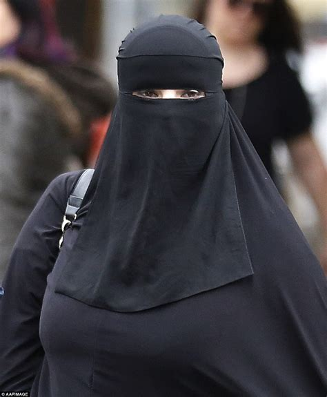 Daily Niqab poll heavily in favour of burqa ban page