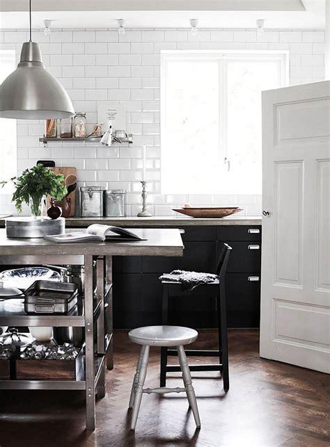 cuisine encastrer carrelage m 233 tro blanc dans la cuisine et la salle de bains
