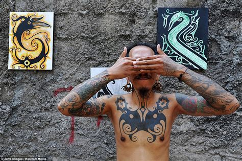 indonesia hand tattoo skin and bare it tattoo artist in indonesia shows off
