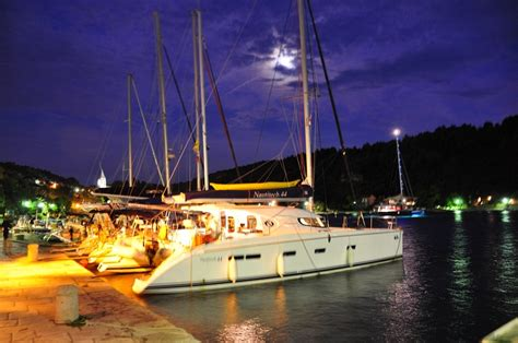 excursion catamaran dubrovnik sailing dubrovnik half day sport tourism far fast