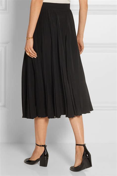 gucci pleated silk crepe midi skirt in black lyst
