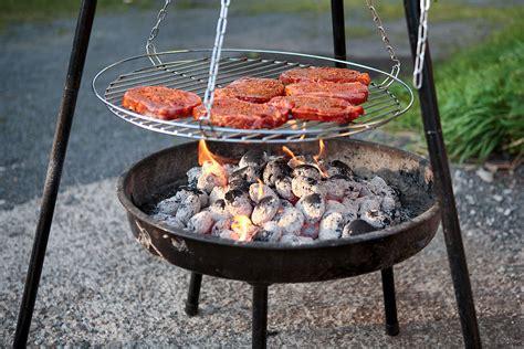 grillen über feuerschale grillen