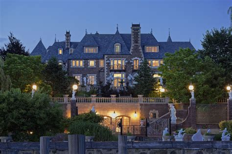 great gatsby mansion live like the great gatsby in 100 million long island