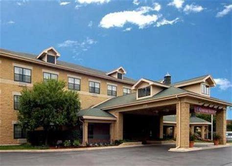 comfort inn and suites aurora il comfort suites aurora aurora deals see hotel photos