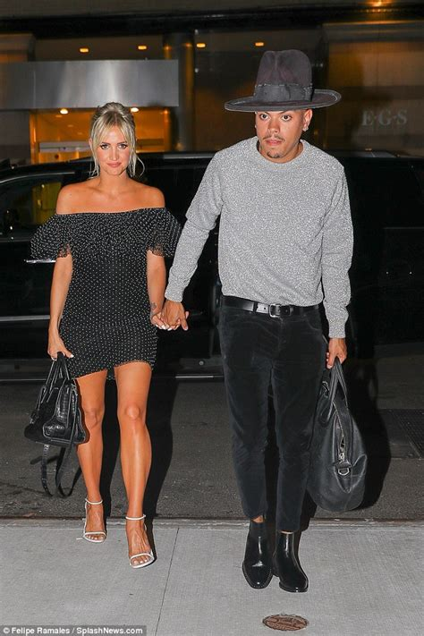 ashlee simpson ross i do ashlee simpson shows off her bronzed legs as she joins